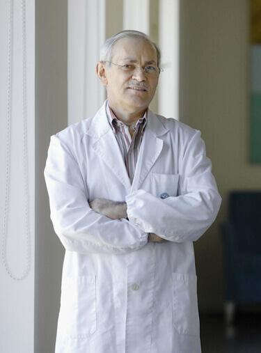Dr. Areosa Cruz